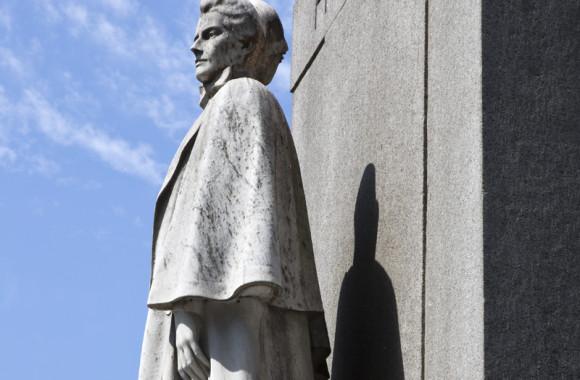 Memorial to EdithCavell, London Photo (c) Sarah J Duncan