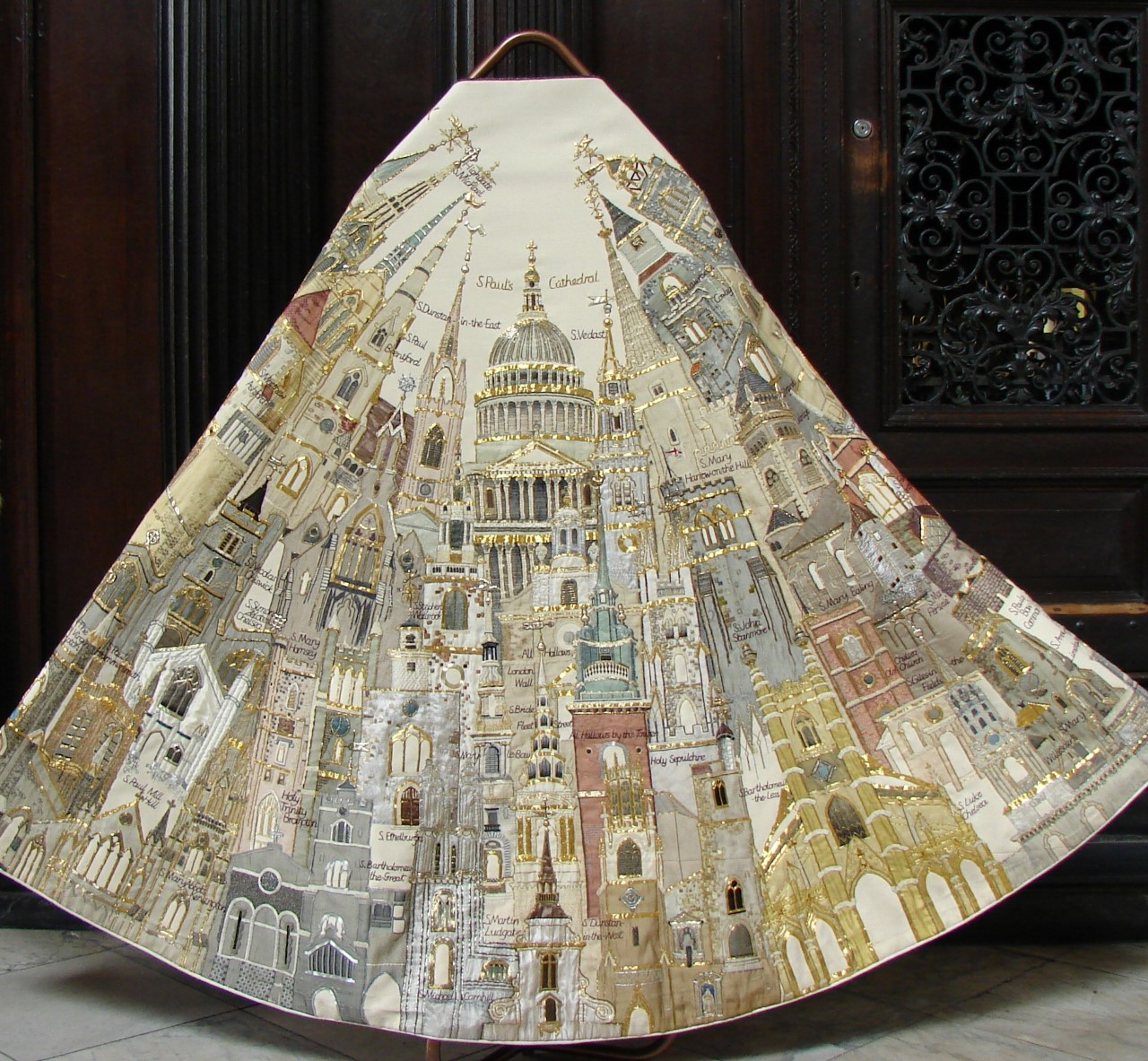 Jubilee Cope by Beryl Dean credit Chapter of St Paul's Cathedral