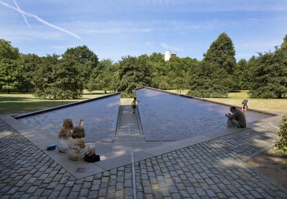 Canada War Memorial, Green Park, London, Photo © Sarah J Duncan