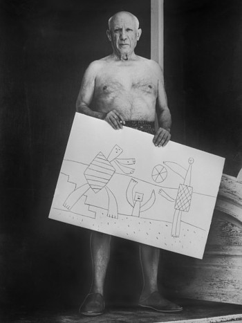 Picasso with sketch of 'The Beach'
